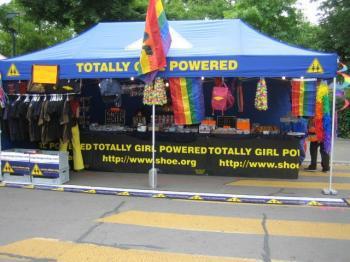 Lesben und Gay Pride Stand regenbogenshop.com